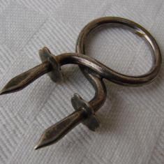 Piesa veche - suport de fixat pe mobilier - Metal/Fonta