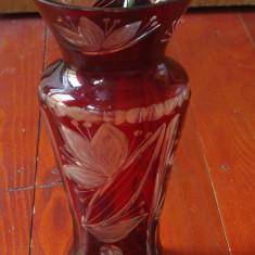 Vaza rubin model deosebit - lucrata manual cu modele gravate !!! - Vaza sticla