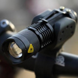 Far Bicicleta / Lanterna Ultra-Compacta cu ZOOM si Led CREE Q5 - Accesoriu Bicicleta