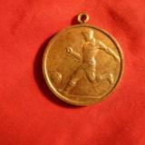 Medalie - Campionat RPR Fotbal tineret anii '50, cu toarta, bronz aurit, d=2, 5cm - Medalii Romania