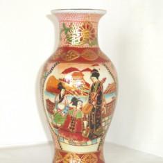 Vaza Satsuma Moriage, cca 1950, portelan pictat manual - UNICAT - fara marcaj - Arta din Asia