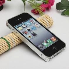 Bumper iPhone 4 4S Aluminiu 0.7mm Silver - Bumper Telefon, Gri