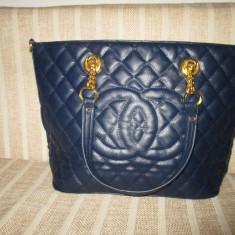 Geanta dama mare eleganta bleumarin cu curea lant Chanel+CADOU, Culoare: Din imagine, Geanta de umar, Asemanator piele
