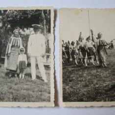 2 FOTO ANII 30:DEFILARE STREJARITE IN COSTUME NATIONALE+OFITER TINUTA PARADA - Fotografie veche