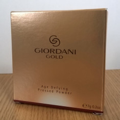 Pudră compactă anti-îmbătrânire Giordani Gold (Oriflame)
