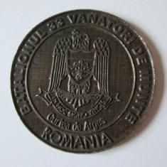 MEDALIA UNIFATETA BATALIONUL 33 VANATORI DE MUNTE CURTEA DE ARGES - Medalii Romania, An: 1990