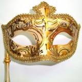 233-31 Masca venetiana cu bat, carnaval pictata manual, culori diverse - Masca carnaval, Marime: 34, Culoare: Coniac