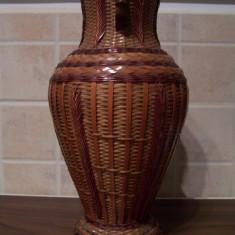 Vaza lemn impletit, interior metalic (China, anii 1960)