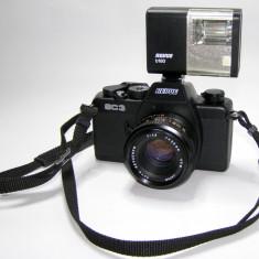 Aparat foto film 35mm Revue SC3 cu obiectiv Revuenon 50mm si blitz(1240)