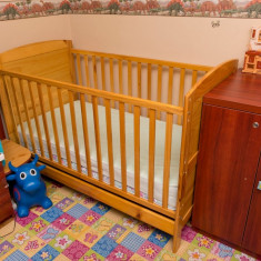 Patut pentru copii din lemn cu doua nivele si saltea inclusa - Patut lemn pentru bebelusi, 140x70cm, Maro