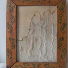Rama veche,lemn cu modele pe margini,perioada comunista,de colectie/decor.