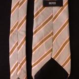 Cravata Hugo Boss Made in Italy; 100% matase; 149 cm lungime; stare foarte buna