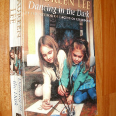 DANCING IN THE DARK - MAUREEN LEE - 2000 - CARTE IN LIMBA ENGLEZA - Carte in engleza