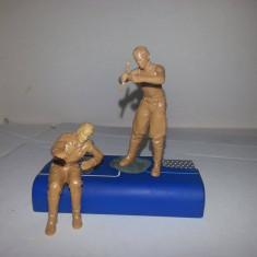 + 2 Figurine scara 1/35 montate dar nevopsite - Sofer si mecanic german ww2 +