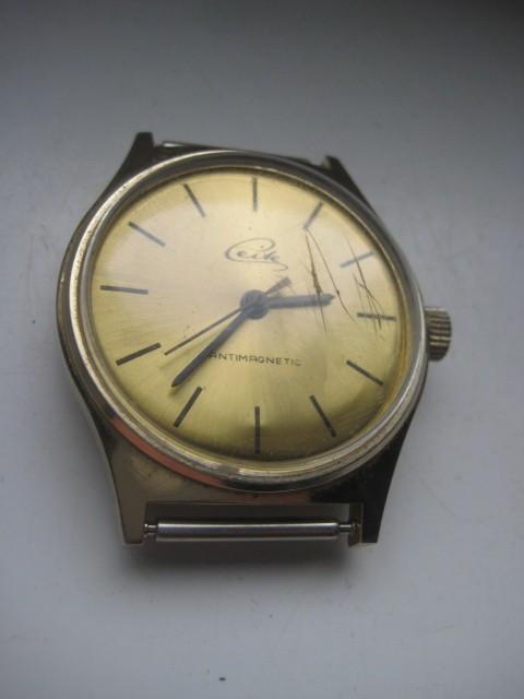 CEITE antimagnetic- UMF RUHLA-ceas vechi mecanic barbatesc in metal auriu si cadran auriu.