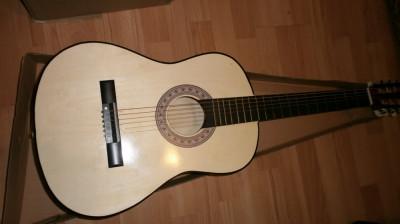 Chitara clasica pentru incepatori cu corzi metal si pana Chitara clasica copii foto