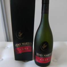 Cutie carton goala si sticla goala cu dop pluta, Remy Martin, VSOP, 700 ml, impecabile.