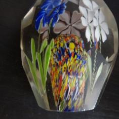 Presse papier-Cristal/sticla-Flori colorate-Aprox 10 cm inaltime-aprox 6 latime