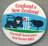 1924 INSIGNA  - ENGLAND V NEW ZEELAND - CORNHILL INSURANCE -TEST SERIES 1983 -MEMORABILA INTRECERE DE CRICKET ANGLIA-NOUA ZEELANDA-starea care se vede