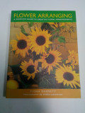 FLOWER ARRANGING - a complete guide to creative floral arrangements ( carte-album de aranjamente florale)