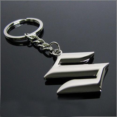 Breloc auto metalic pentru Suzuki metal argintiu + ambalaj cadou foto mare
