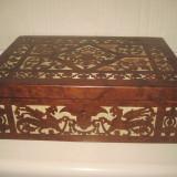 Caseta veche din lemn de nuc cu intarsie si panza, cu lucratura deosebita florala si dragoni, totul manual executat, perioada 1900-1930.