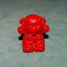 Figurina jucarie, din ou Kinder Surprise, ursulet creion rosu, 3 cm, colectie - Figurina Animale