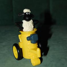 Figurina, jucarie oaie neagra cu blana alba, Mielul Shaun, - Figurina Desene animate