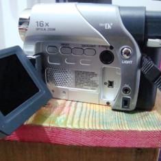 Vand Digital Video Camera JVC model GR-D23E, cu accesorii - Camera Video JVC, Mini DV, 10-20x