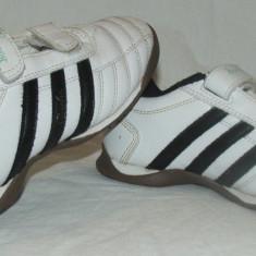 Adidasi copii ADIDAS QUESTRA - nr 31, Culoare: Alb, Baieti