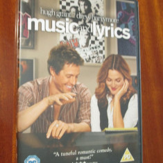 MUSIC AND LYRICS - film DVD - cu HUGH GRANT si DREW BARRYMORE (original din Anglia, in stare impecabila!!!) - Film romantice, Engleza