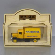 Camion Mack Tanker National, Lledo - Macheta auto
