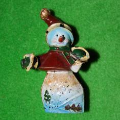 Figurina, decor, om de zapada, din ceramica pictata si smaltuita, 9 cm