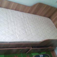 Vând pat 200x80 cm aproape nou - Pat dormitor, Simplu, PAL, Pat colt