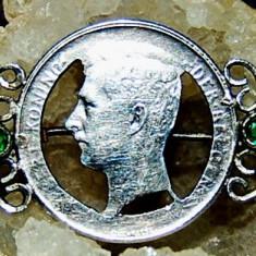 Brosa veche, antica din argint 800 moneda cu 2 smaralde naturale!!! - Brosa argint