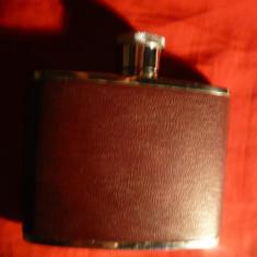 Sticla de bautura- otel inox ,plata ,de buzunar ,imbracata piele maro  ,4 uncii