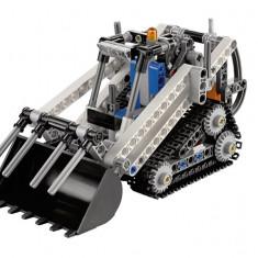 LEGO® Technic - Incarcator compact cu sine - 42032