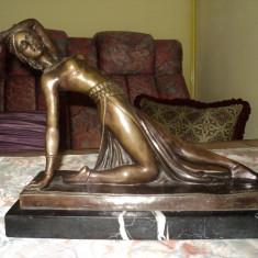 sculptura semnata Chiparus Demetru