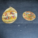 2  MEDALIOANE  MOTHER OF PEARL PICTAT MANUAL