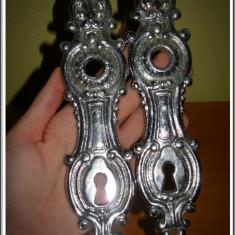 AuX: Pereche de SILDURI pentru clanta / usa, turnate din aluminu, motive baroc, prindere in 2 puncte! - Metal/Fonta