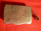 Suport chibrituri vechi ,metalic- gravat manual, motive orientale  5,5 x 4,8 cm