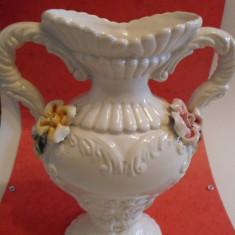 VAS DECORATIV DIN CERAMICA USOARA- AMFORA, MODEL FLORAL, ITALIA - Arta Ceramica