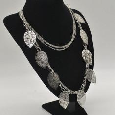 Lantisor/colier NOU cu pandantiv Vintage Argintiu . Cadoul ideal