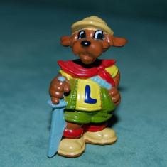 Figurina jucarie, din ou Kinder Surprise, caine cu spada, plastic, 4 cm - Figurina Animale