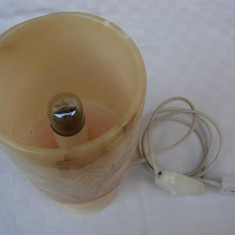 Frumoasa veioza din alabastru spaniol functionala
