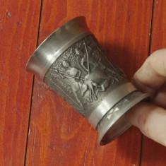 Pahar deosebit cu 3 scene in relief din zinc cu marcaj - motiv vanatoresc !!! - Metal/Fonta