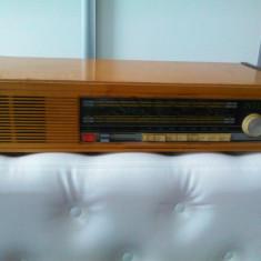 Deosebit aparat radio vechi, perioada anilor 70, pe tranzistori, marcat Inter, posibil functionabil, de colectie/decor
