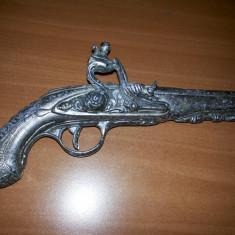 Flinta.pistol vechi metalic pentru panoplie