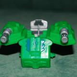 Figurina plastic, robot verde care se deschide la apasarea unui buton, 5x4cm - Roboti de jucarie