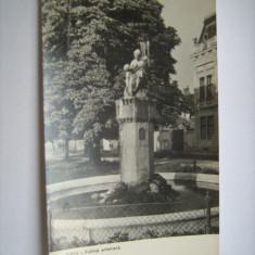 Carte postala / Sibiu - Fantana arteziana - vedere (anii 60), Necirculata, Fotografie, Romania de la 1950